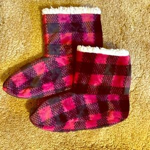 Cuddl Duds Accessories - Hot Pink and Black Slipper Socks
